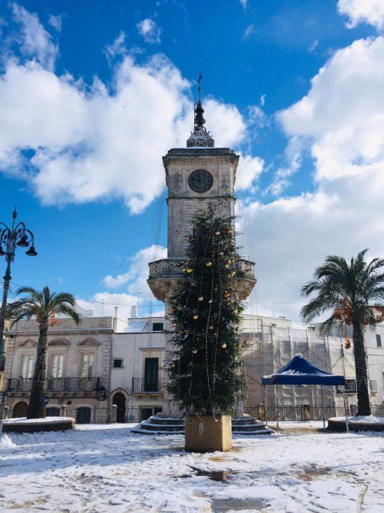 ceglia-messapica-winter-snowfall-in-puglia-piazza